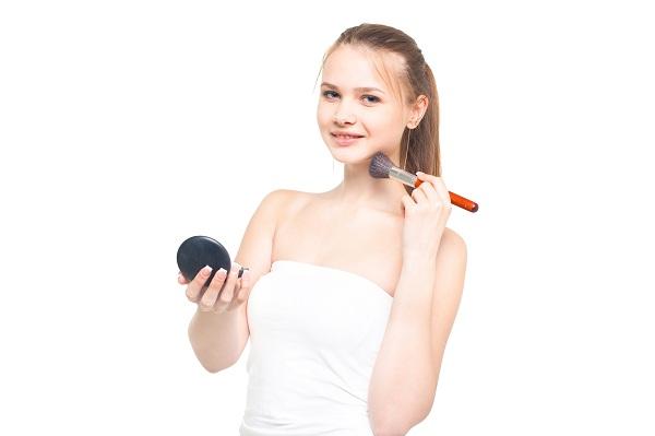 チークの入れ方と選び方!美容師スタッフおすすめの人気カラーの特徴