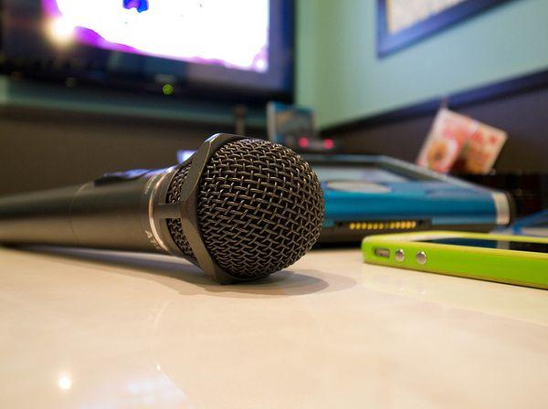 カラオケで歌を歌う事で得られる効果とは!