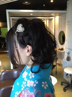 卒業式や入学式の袴着付け、髪型セットは金沢市美容室4cmにお任せ下さい!2016年春