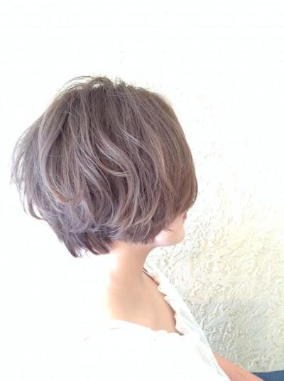 美容室4cmで人気のヘアカラーはアッシュグレージュ・渡辺緑のサロンワーク