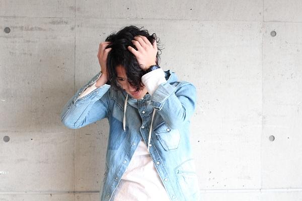 頭皮が痒い、フケが気になる方におすすめ!シャンプー、トリートメント、スキャルプローションの効果と使い方