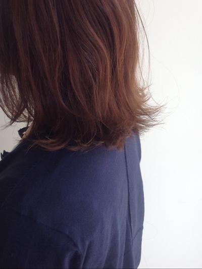 【毛先がはねる】【髪がパサつく】原因は!対策方法は美容師にお任せください