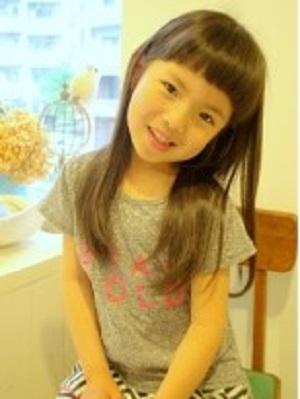 子供の髪型も美容室4cmにお任せください!トレンドヘアスタイル提案しちゃいます。