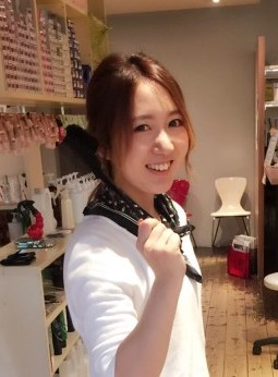 伸ばしかけのショートボブからロングのかわいい髪型へ!美容室4cmのお客様です。
