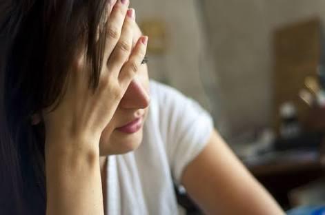 女性の髪の毛が薄くなった気がする…ハリコシがなくなるのが原因?