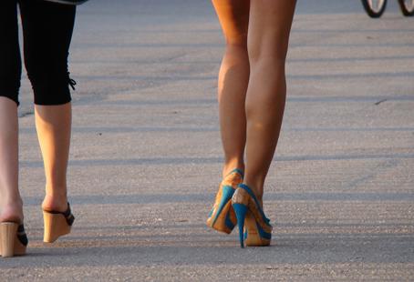 簡単ダイエット方法!つま先歩きでふくらはぎが細く痩せる