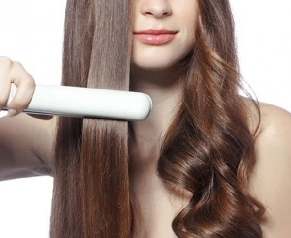 ヘアアイロンの熱で髪の毛が痛む理由